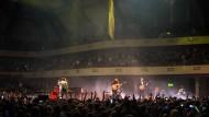 Arena-Folk: Mumford & Sons inmitten der vollbesetzten Frankfurter Festhalle