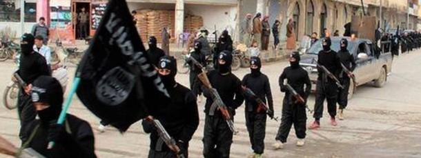 Kämpfer des IS marschieren in Syrien