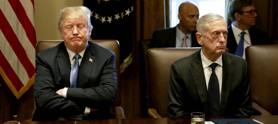 Trump und Mattis Körpersprache spricht Bände