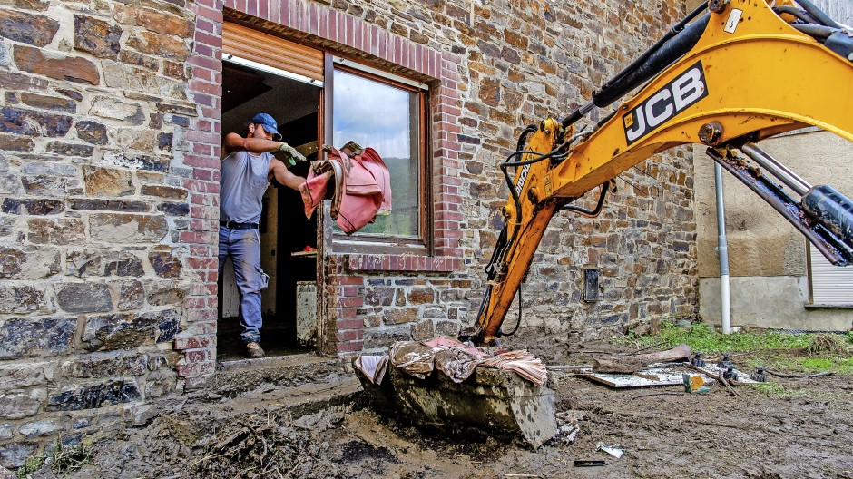 Schnelle Hilfe nötig: Aufräumarbeiten in der Flutregion  Binzenbach
