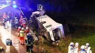Die Autobahn musste für die Rettungsarbeiten zeitweise voll gesperrt werden.