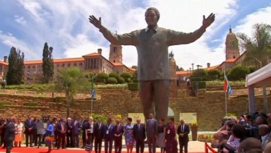 Statue und Comic erinnern an Mandela