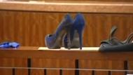 Frau tötete Freund mit hochhackigen Schuhen