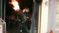Fackellauf mit brennender Gasflasche