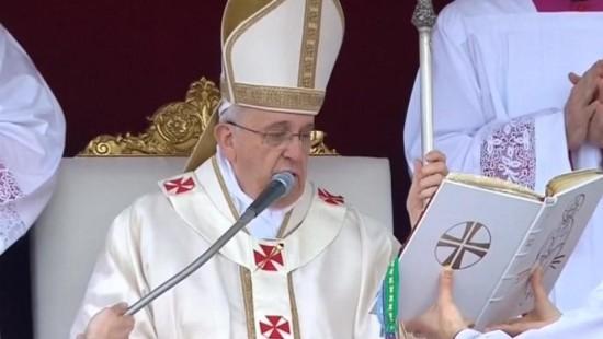 Papst Franziskus spricht seine Vorgänger Johannes Paul II und Johannes XXIII heilig