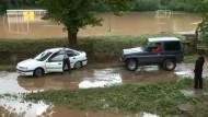 Aufräumarbeiten nach schweren Überschwemmungen