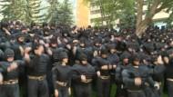Hunderte Menschen als Batman verkleidet