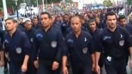 Polizisten demonstrieren in Algier