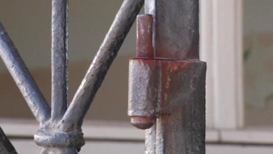 Diebe klauen historische Tür aus KZ-Gedenkstätte