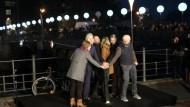 Video: Klaus Wowereit eröffnet Installation Lichtgrenze