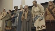 Wikinger-Models zeigen handgemachte Kleider