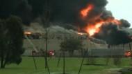 Großbrand lässt Gebäude einstürzen