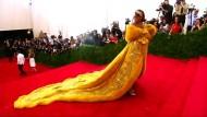Rihannas Pelz zieht viele Blicke auf sich