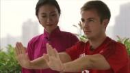 Mario Götze übt Kampfkunst