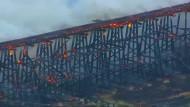 Eisenbahnbrücke geht in Flammen auf
