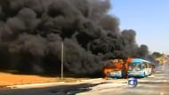 In Brasilien brennen Busse