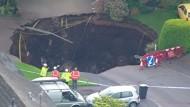 Erdloch verschluckt Straße nördlich von London