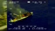 Fischer von brennendem Boot evakuiert
