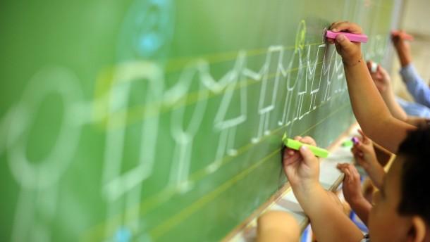 Grundschüler im Süden rechnen und lesen besser
