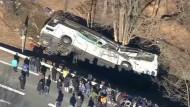 Tote und Verletzte bei Busunfall