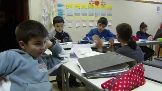 Flüchtlingskinder lernen in Berliner Willkommensklasse