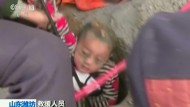 Dramatische Rettung: Dreijähriger wird aus Brunnen befreit