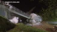 Brücke wird gesprengt
