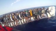 Italienische Küstenwache rettet 1350 Flüchtlinge