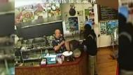 Ladenbesitzer ignoriert Räuber