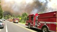 Zehntausende fliehen vor Feuern