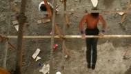 Ein turnender Wanderarbeiter begeistert Millionen