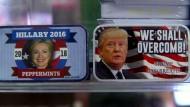 Clinton bei Souvenir-Wahl vor Trump