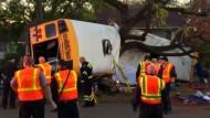 Mindestens sechs Kinder sterben bei Schulbus-Unfall