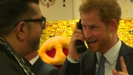 Kaufen - Verkaufen: Prinz Harry als Broker