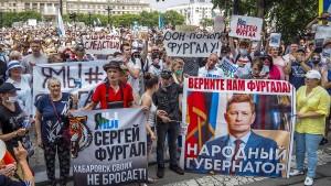 Zehntausende protestieren gegen den Kreml