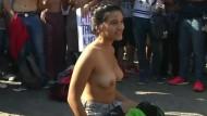 Halbnackter Protest