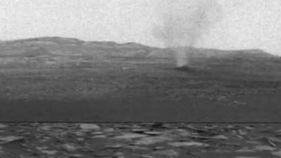 Wirbelwinde wehen über den Mars