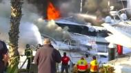 Luxus-Jachten in Barcelona ausgebrannt