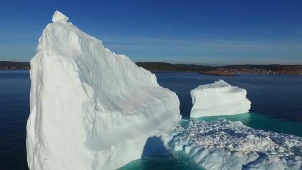 Wunderschöne Drohnenbilder von Eisbergen vor Kanadas Küste