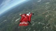 Brite will im Wingsuit vier Weltrekorde brechen