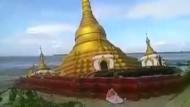 Buddhistische Pagode versinkt in den Fluten