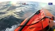 Mit dem Spielzeug-Schlauchboot in Seenot