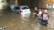 Überschwemmte Straßen nach Starkregen