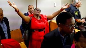 Frühere Polizistin wegen Mordes an unbewaffnetem Schwarzen verurteilt