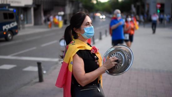 Proteste gegen den verlängerten Notstand