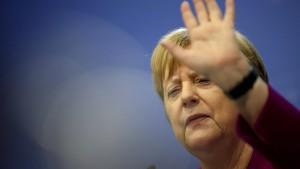 Merkel verteidigt Kramp-Karrenbauer