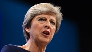 May weist Rücktrittsforderungen zurück