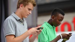 Smartphone-Starrer gefährden den Verkehr
