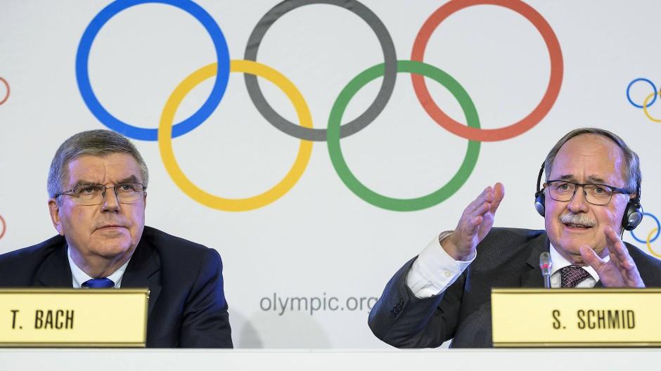 Olympisches Ringen: Der Präsident des IOC und der Vorsitzende der Komission.