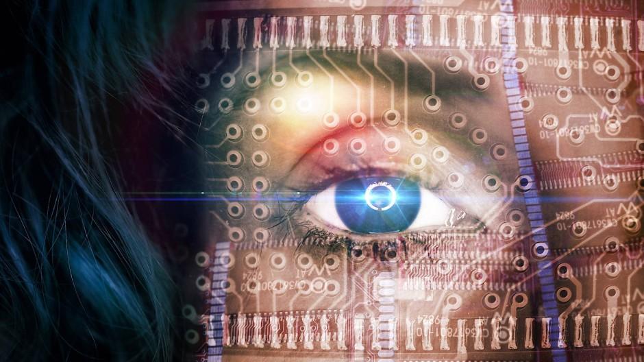 Big brother is watching you: KI ist hilfreich – doch die Angst vor Überwachung mit Hilfe von neuen Technologien ist groß.
